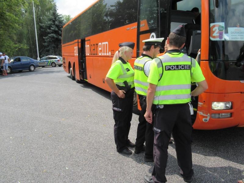 Dopravně bezpečnostní akce zaměřená na kontroly autobusů a nákladních vozidel