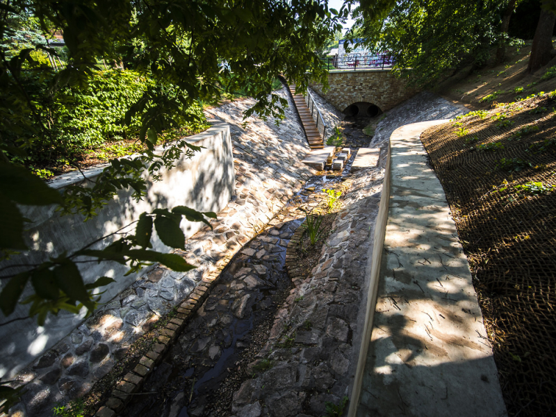 Rekonstruovaný park u Brdského potoka v Nové Pace