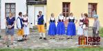 Obrazem: Krkonošské dožínky za historickými domky ve Vrchlabí