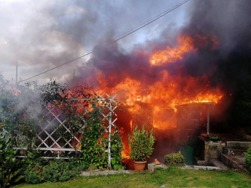 Požár chaty v obci Noviny pod Ralskem<br />Autor: HZS Libereckého kraje