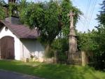 Kříž v Sedlejovicích – Sychrově pomáhal obnovit i jeřáb