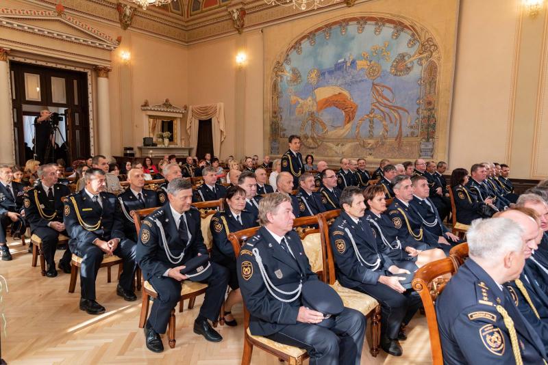 Slavnostní předávání medailí a plaket HZS ČR příslušníkům a osobnostem<br />Autor: HZS Libereckého kraje