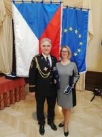 Slavnostní předávání medailí a plaket HZS ČR příslušníkům a osobnostem - starostka Semil Lena Mlejnková