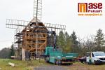 Stavba repliky větrného mlýnu v Borovnici