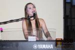 Barbora Mochowa na koncertě před semilským muzeem