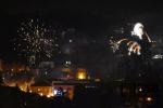 Silvestrovské ohňostroje nad městem Semily