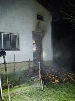 Požár přístřešku na dřevo v Jenišovicích