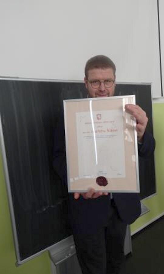 Předání medaile starosty města Turnov Jindřichu Šídlovi<br />Autor: Klára Preislerová