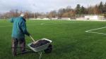 Turnovské hřiště s umělou trávou si žádá náležitou údržbu