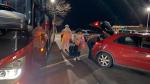 Evakuační autobusy hasičů vyráží pro uvízlé občany na letištích