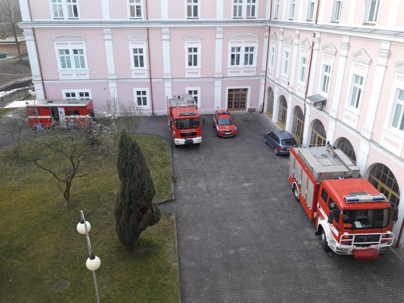 Dočasné zázemí na semilském zámku<br />Autor: HZS Libereckého kraje