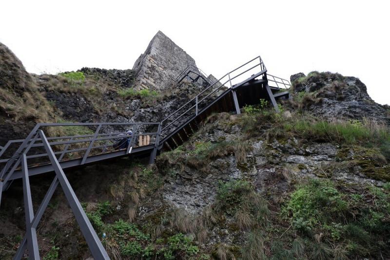 Trosky - obnova schodiště<br />Autor: Archiv NPÚ, ÚPS na Sychrově