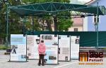 Výstava Z totality do totality je aktuálně na náměstí ve Vrchlabí