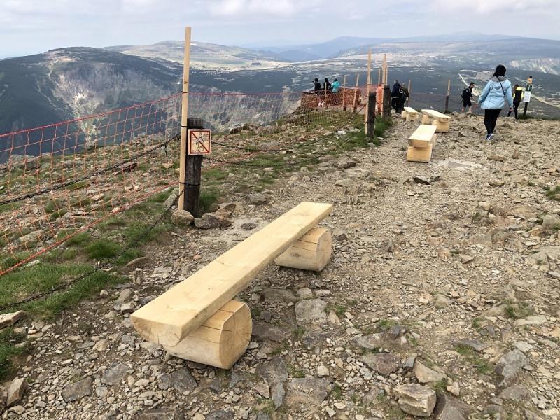 Ochranné řetězy a plot na Sněžce<br />Autor: Radek Drahný a Kamila Antošová/ Správa KRNAP