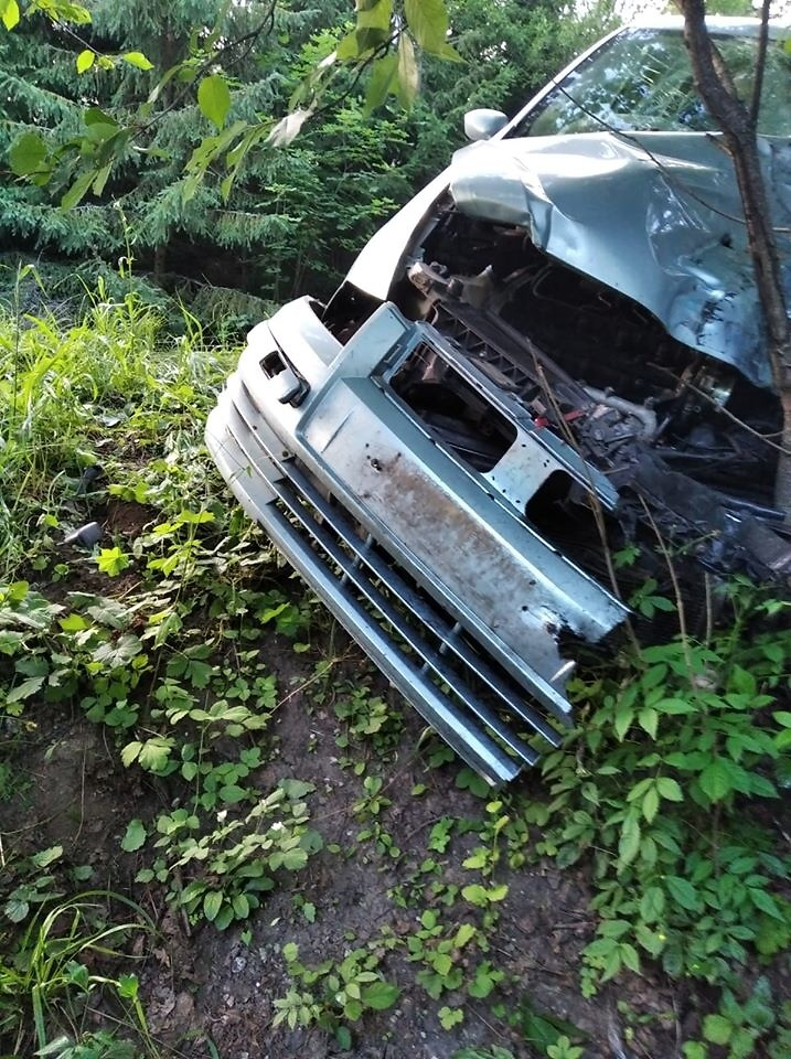 Střet osobního auta s motorkářem u Horní Branné