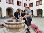 Příprava skleněného vodotrysku na zákupském zámku