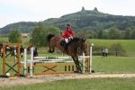 FOTO: Koně a jezdci skákali pod Troskami