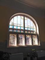 Renovace vitrážového okna na jižní straně budovy radnice v Rokytnici nad Jizerou