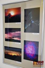 Výstava mladých fotografů ve vestibulu turnovského nádraží
