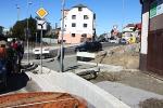 Položení finálních asfaltů v Nádražní ulici a u viaduktu v Turnově