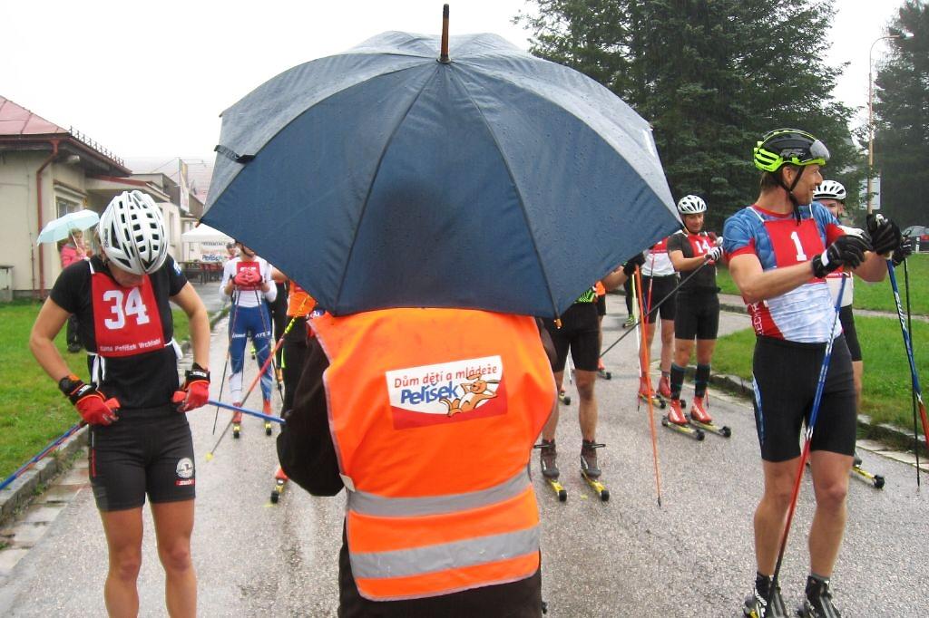 Závod na kolečkových lyžích na trati Víchová nad Jizerou - sedlo pod Dvoračkami