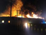 Požár tovární haly v Roztokách u Jilemnice