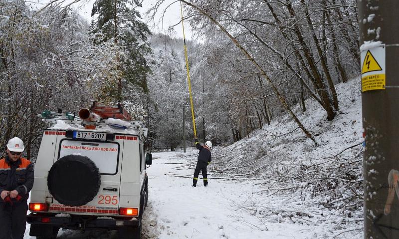 Náročné zásahy energetiků v zimním období