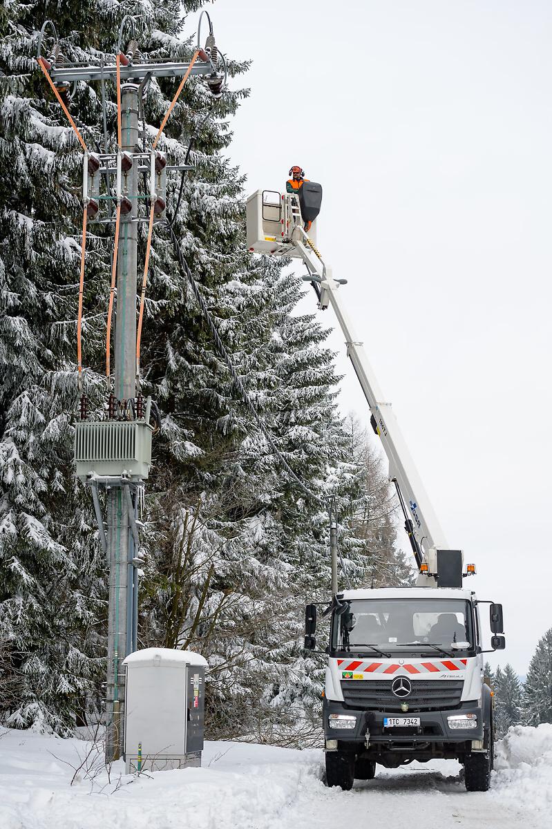 Náročné zásahy energetiků v zimním období<br />Autor: Archiv ČEZ