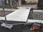 Stavba nové lávky ze semilského náměstí k poště už finišuje