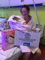 Hejtman obdaroval novorozence. Rodiče Marianky dali peníze na charitu
