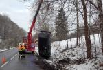 Vyproštění vozidla po nehodě ve Slané u Semil