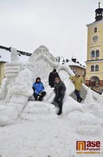 Dokončená sněhová socha Krakonoše na jilemnickém náměstí