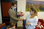 Malá Terezka přišla v pátek 12. února s rodiči a sestřičkou Aničkou na návštěvu na turnovskou radnici