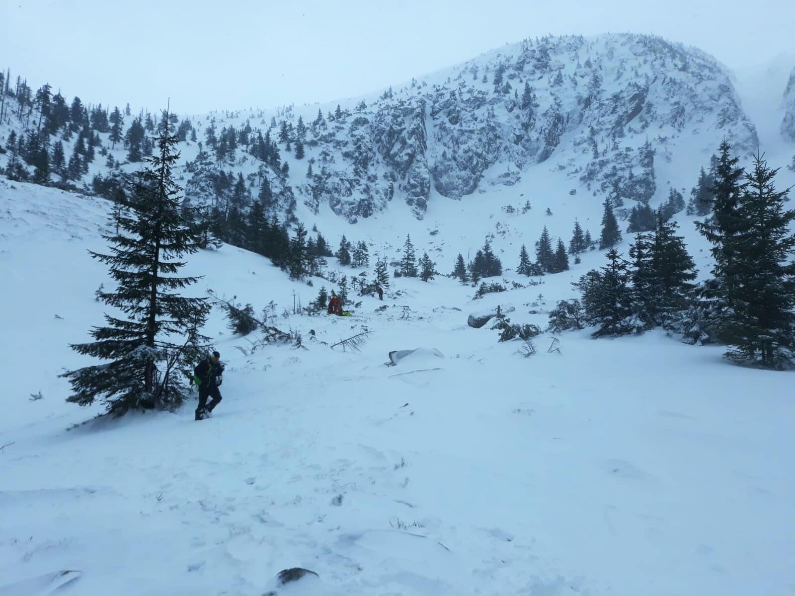 Zásah záchranářů a horské služby ve Špindlerově Mlýně po spadnutí lavin v Krkonoších<br />Autor: Archiv Horská služba Krkonoše