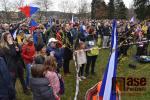 Shromáždění a happening na podporu ředitele Waldorfské školy v Semilech