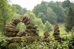 Skulptura vzniklá na land-artovém festivalu Proměny
