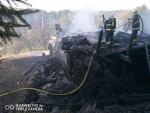 Zásah hasičů při požáru chalupy v Benešovské ulici v Semilech