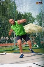 Vítěz hodu diskem Piotr Malachovski