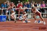 Sprint na 100 metrů ženy, vítězná Kateřina Čechová v červeném