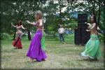 VIDEO: Místo ufonů ovládly letošní Ostrov Art břišní tanečnice